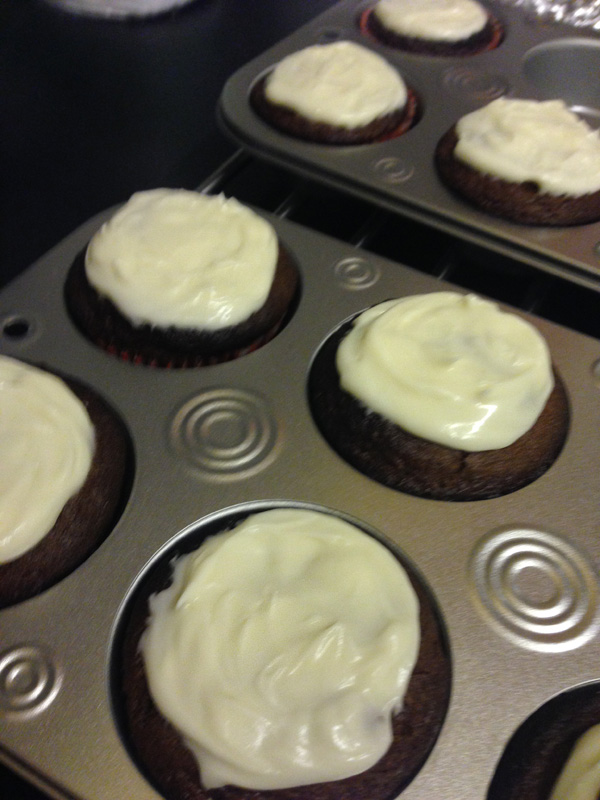 icing onto cupcakes